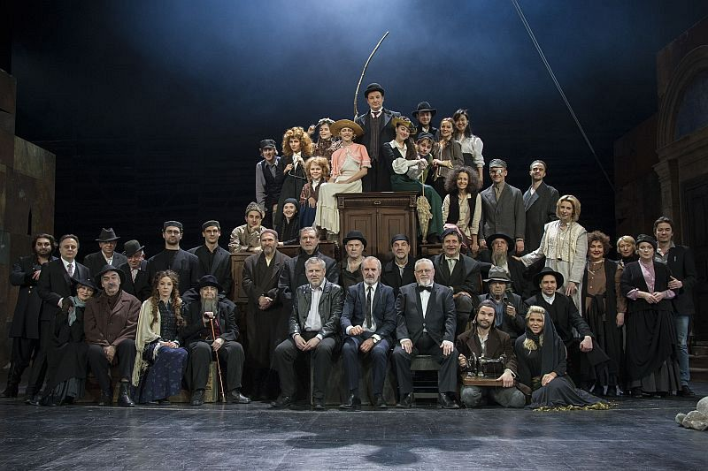Whole cast of Smile at Us, Oh Lord-sm